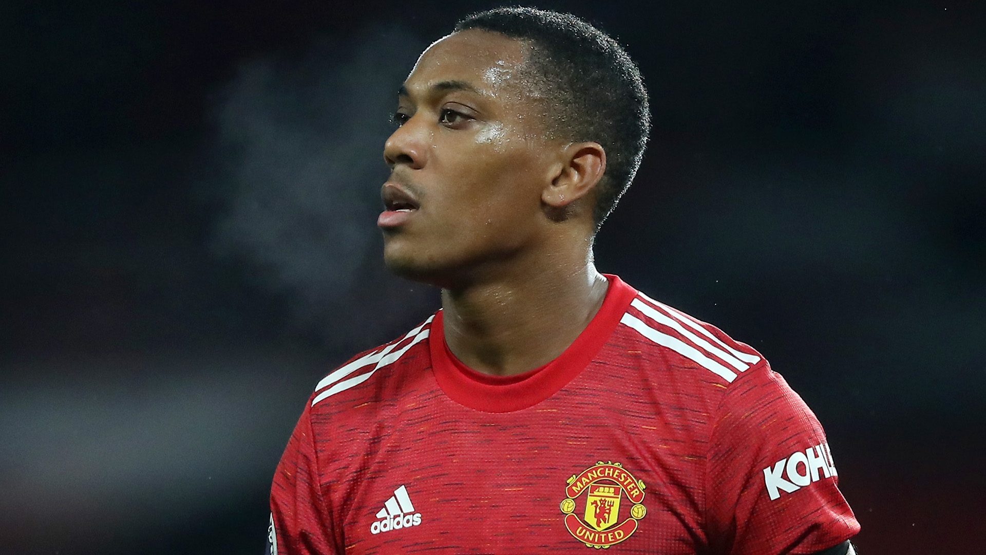 Anthony Martial suffer knee injury on international duty.