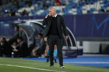 Zidane salute the Blues after defeat at Stamford bridge.
