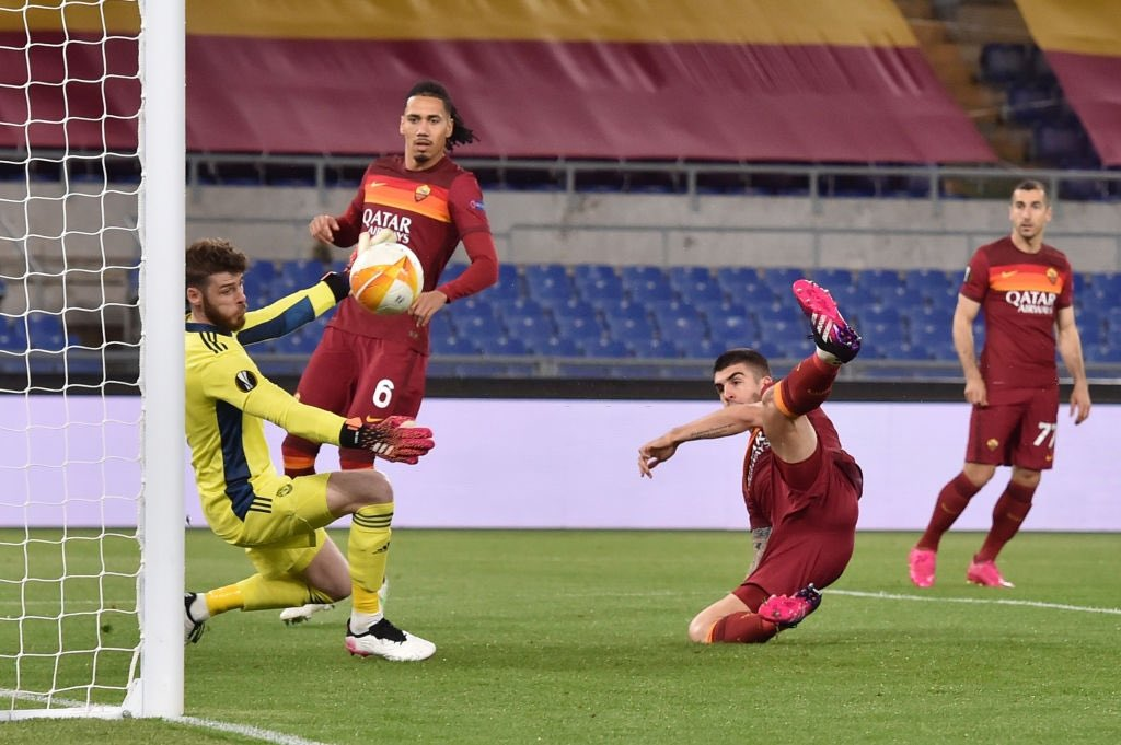 Roma bows out of Europa despite victory over United