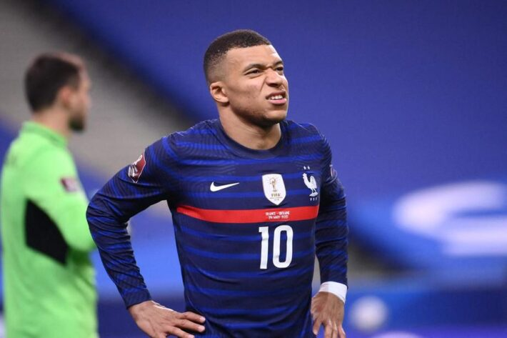 Deschamps defends Mbappe after losing penalty.