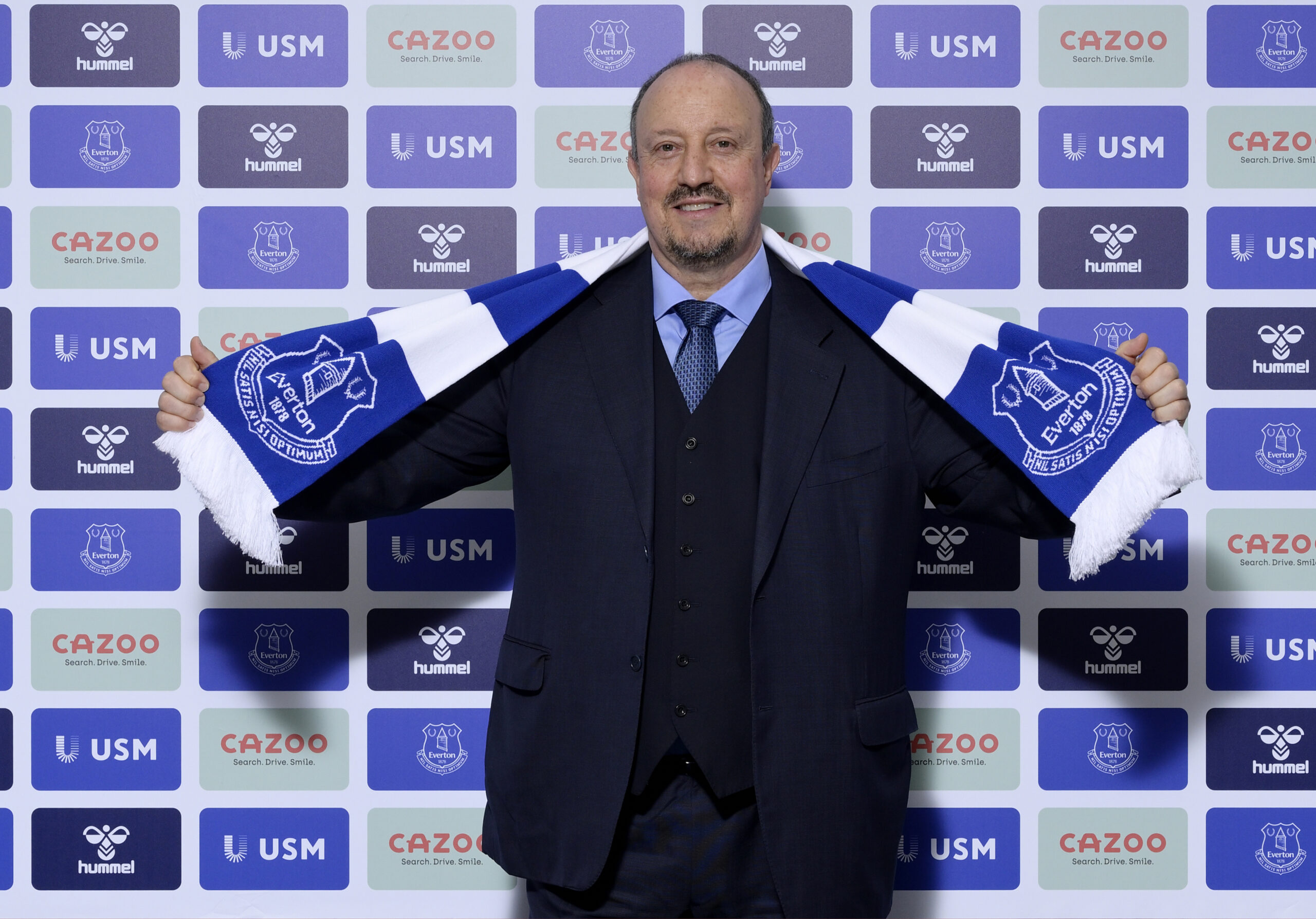 Everton appoints Benitez as new manager.