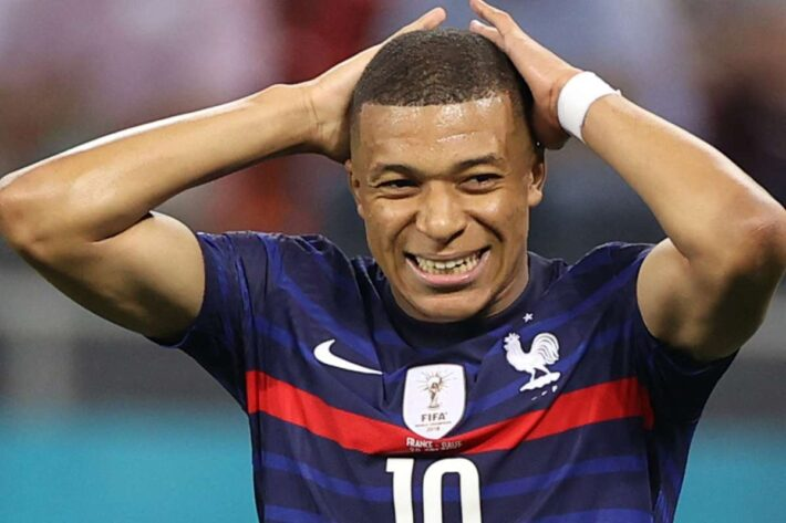 Mbappe apologise for missing penalty.