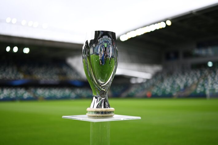 Chelsea lifts Super cup after extra time.