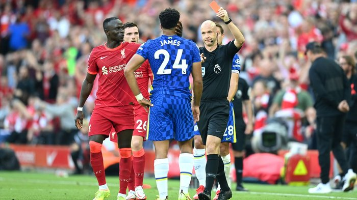 Chelsea rescues a point despite red card.